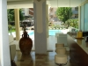 Hall con vista piscina